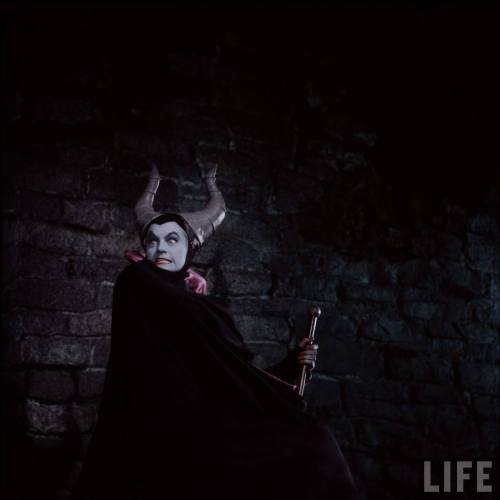 (via Time Machine to the Twenties: Sleeping Beauty - Maleficent)