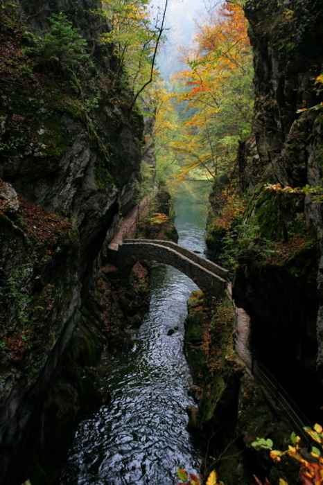 bluepueblo:  Stone Bridge, Switzerland photo via christopher