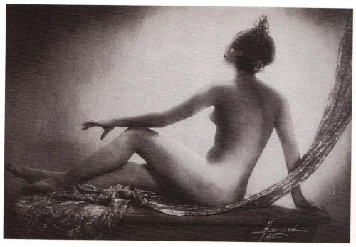 realityayslum:Studio Manassé - Yvonne Molein, c.1930. (… from 1000 Nudes: A History of Erotic Photography from 1839-1939, Taschen 2005.)