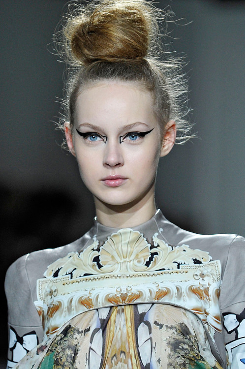 suicideblonde:  Mary Katrantzou Fall 2012, February 21st