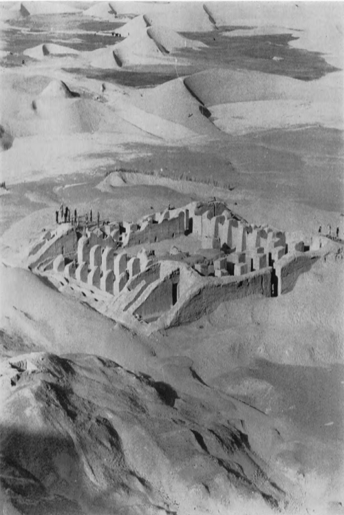 Building 3 at Dahan-el-Ghulaman in 1963. The site is in the Drangiana region in Iran, at the border of Baluchistan. It probably symbolizes the edge of the Achaemenid empire.