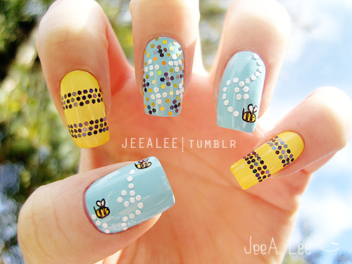 jeealee:  Bumble Bee Nails