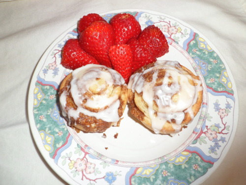 I promised a picture of the cinnamon rolls. They turned out great! Here's the recipe.