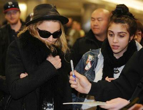 M and Lola arrive in Los Angeles for Oscars
