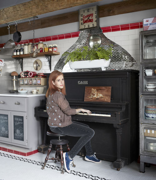 kateoplis:  nprmusic:  Not everyone can have a piano in her kitchen like Neko Case, but it's good to know that she has an Ikea duvet like everyone else. Photo: Bjorn Wallander/Country Living   Woman Crush.