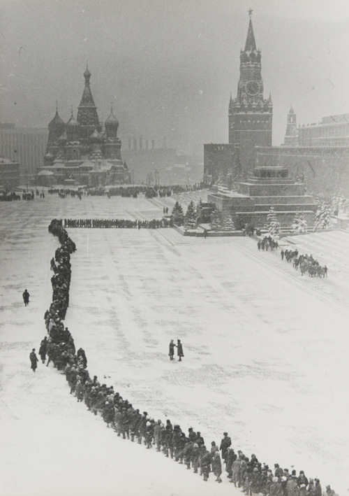 Dmitry Baltermants Line at Lenin's Tomb