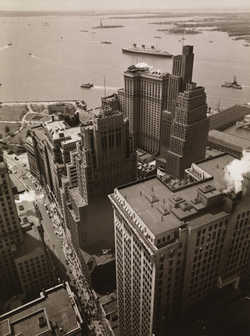 Berenice Abbott Broadway vers Battery Park, New York, 4 mai 1938