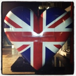 A BIG ❤ for a BIG ❤ed person #love #hearts #uk #london #brit #britawards #unionjack #ollymurs #stage #prop (Taken with instagram)