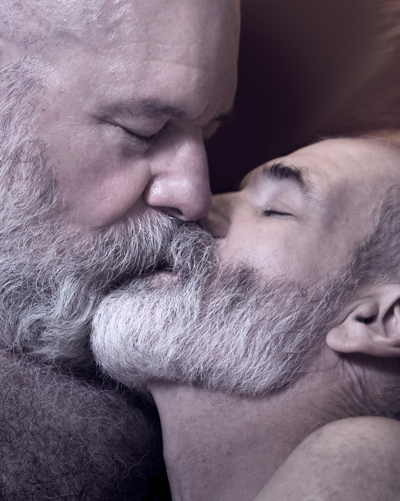 succumbere:  lips on fur on tongue on beard