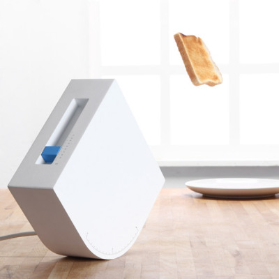 jaymug:  Toaster by The Brunch - set angle and force to exactly hit your plate .