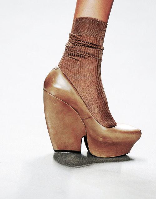 tefra:  Vera Wang RTW Fall 2012 Shoe   lesbian webcam 21