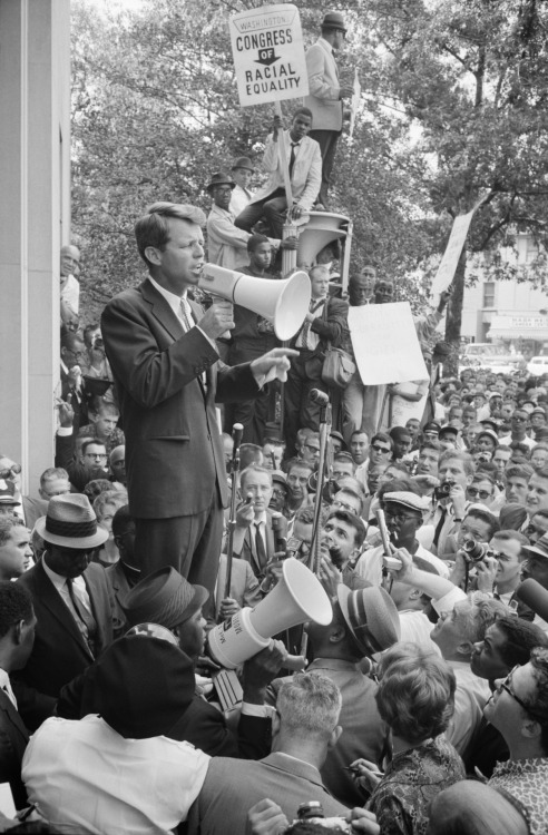 Warren K. Leffler, Robert F. Kennedy speaking to  a Civil Rights crowd in front of the Justice Department building,Washington, DC, USA, June 1963. Source: Library of Congress