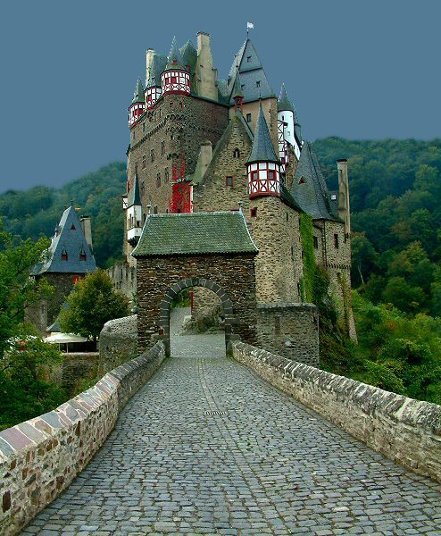 Burg Eltz Castle, Germany photo via rinko