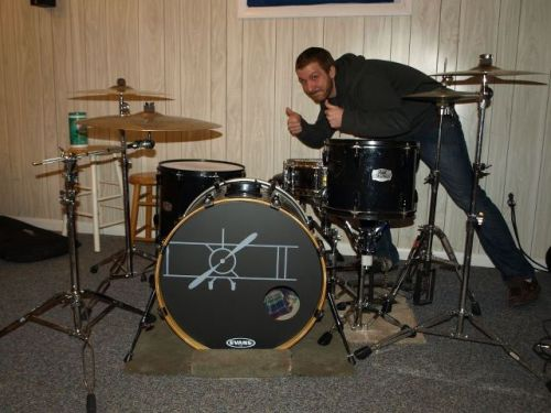 steve with his new screenprinted bass drum!  nice.
