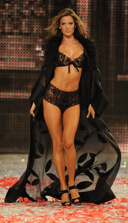 Alessandra Ambrosio 2008 Victoria's Secret Fashion Show, Black Tie Holiday