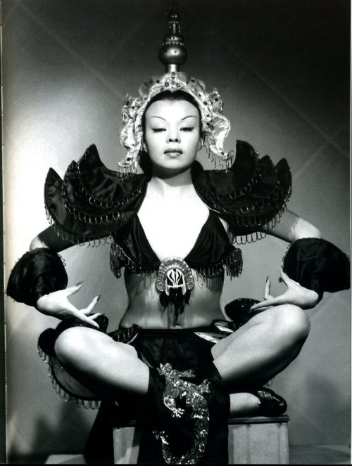 novocainelipstick:  Mexican Burlesque star Su-Muy-Key photographed by Armando Herrera (1949)