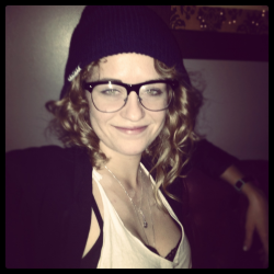 Hipster Whitney is hipster and lesbian-esque. Credit goes to http://shewhodaydreams.tumblr.com