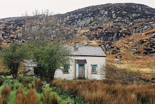 fieldsinireland:  Donegal Dereliction by adambangor on Flickr.