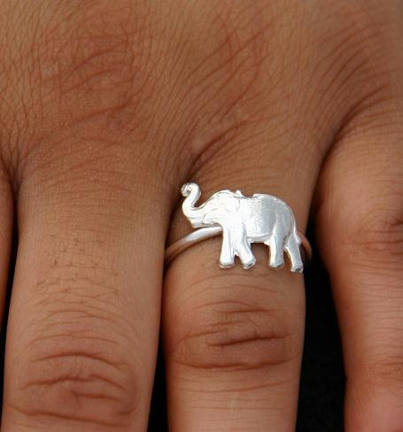 heartbrokenbutnotforlong:  if someone gave me this ring i would be so happy