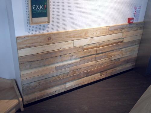 habillage de mur interieur en bois metrasud menuiserie bois agencement menuiserie foyer lat. Black Bedroom Furniture Sets. Home Design Ideas