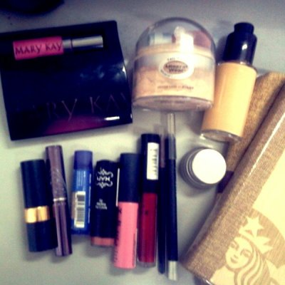 What's inside my daily kikay kit? :)