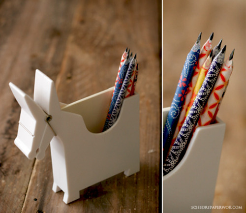 scissorsandthread:  How To Make Paper Pencils | Scissors Paper Wok What a fun craft! I always prefer using pencils over pens. I have tons of scrap paper I've been hesitant to use because it's too pretty! Though if you're planning on making your own, the thinner the paper the better so it will roll.