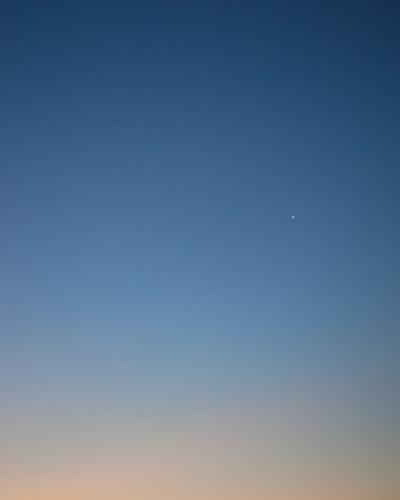 roundtheplace:  Lone star - Sydney 8.05pm, 23rd February 2012 (All in camera - no adding white dots or anything like that)