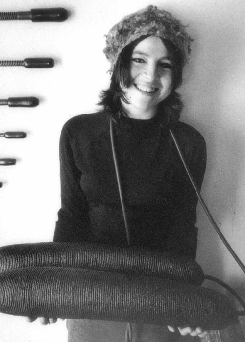 sfmoma:  artistandstudio:  Eva Hesse (1936-1970) holding Ingeminate, 1965. Post minimalist sculptor, known for her pioneering work in materials such as latex, fiberglass, and plastics.  Amazing photograph!