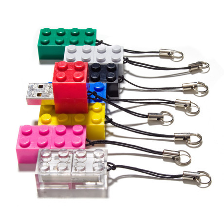 curiositycounts:  Stackable LEGO flash drives for the win.
