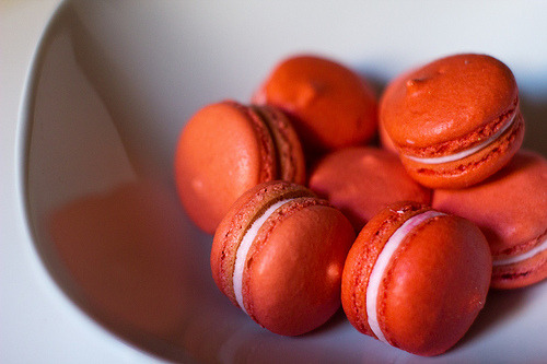 fyfatfood:  Rose macarons (by Brown Paper Bag Baking)