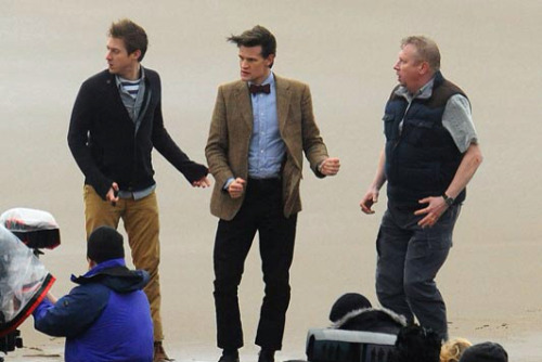sparkleupyoureye:  thomaslevitt:  becks28nz:  Doctor Who Filming - 'Bad Wolf Bay'    arthur weasley: what exactly is the function of a TARDIS?
