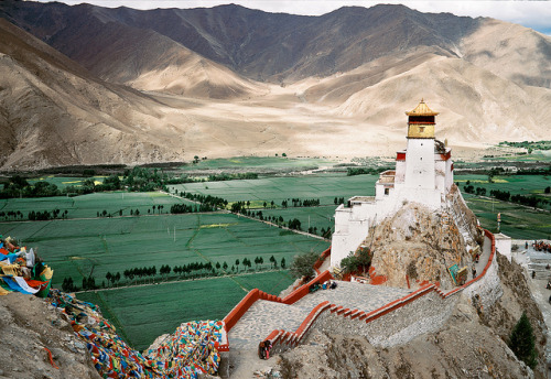 rumanating:  passerculus:  Yumbulhakang, Tibet's First King's Castle by lylevincent on Flickr.  That GW690… Ektar also gives off beautiful colours :)