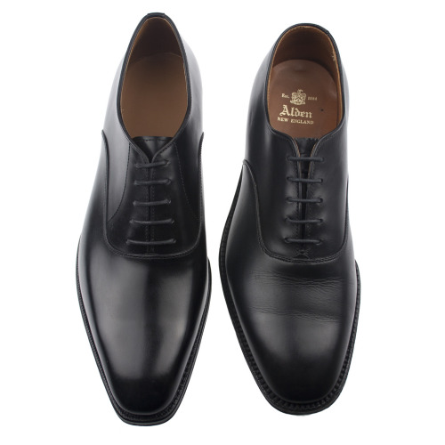 Kent Wang black plaintoe balmoral shoes compared with Alden. Now back in stock. putthison:  The Black Tie Shoe That's Good For Something Else A plain-toe black shoe, with closed lacing, highly shined, is a very reasonable alternative to evening shoes with black tie. You avoid the cheap, plasticky look of patent leather, and you get a shoe that can actually be worn for more than just black tie events. That's a very solid investment, if you ask me.