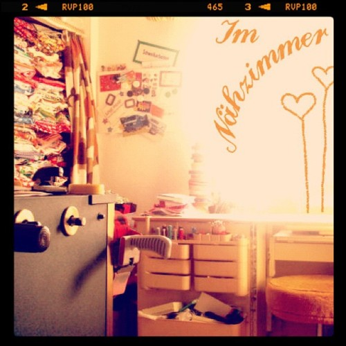 day 22 | where i work: my messy sewing room #febphotoaday @fatmumslim #februaryphotochallenge #photoaday #whereiwork #sewingroom #fabrics #vintagehome #day22 (Taken with instagram)