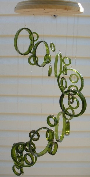 Great craft idea!  thingsrecycledusefully:  Recycled Wine Bottle Wind-chime via:  candy-flavored-bandaid
