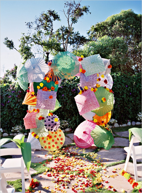 simplyseattleweddings:  Check out this awesome umbrella alter! What a way to bring in some color! From Wedding Chicks Blog.
