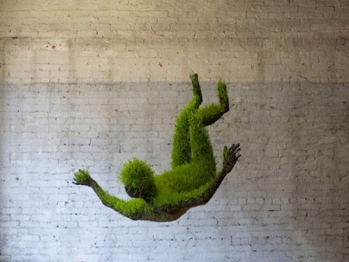 weandthecolor:  Lifes of Grass Anthropomorphic and organic sculptures made of soil and wheat grass seeds by Mathilde Roussel. source: mathilderousselgiraudy.com via: MAG.WE AND THE COLORFacebook // Twitter // Google+ // Pinterest