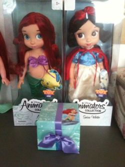 like-a-disney-love-song:  My new babies (and my other baby Ariel's arm) and music box! I'm debating displaying them in their boxes or not since I like to actually be able to pose and touch my dolls. So so happy ♥ I sound like I'm five and not nineteen but I couldn't care less