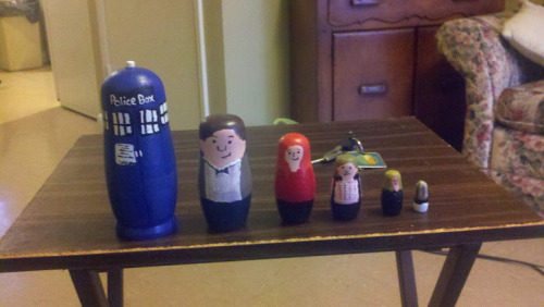 doctorwho:  Doctor Who Nesting Dolls autumnsflame:  I made these for a friends birthday. The TARDIS kinda came out wibbley wobbley and kinda got away from me a bit.   OMG WANT.