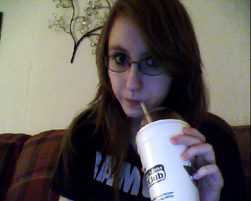 Hey wassup random picture, mi madre just gave me her shake \m/