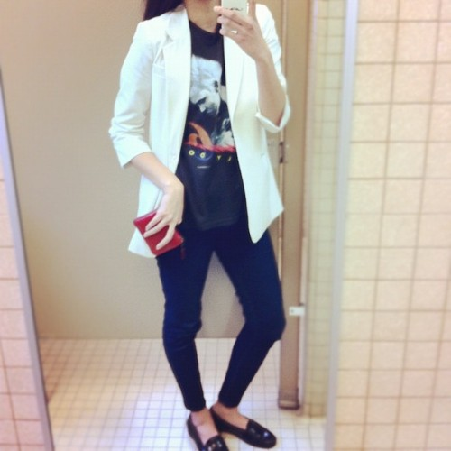today: vintage tee, Elizabeth and James, Hudson jeans, Bass loafers (Taken with Instagram at Everlane HQ)