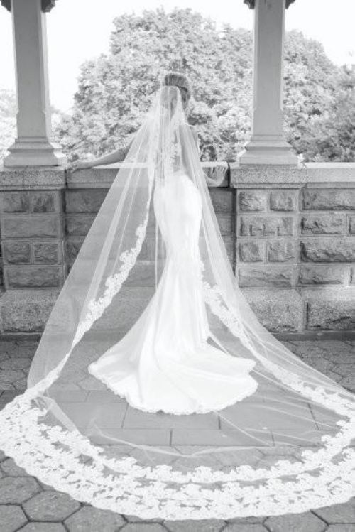 love-joy-wedding:  i love these black and white photos.  i definitely want a similar photo for my wedding! :)