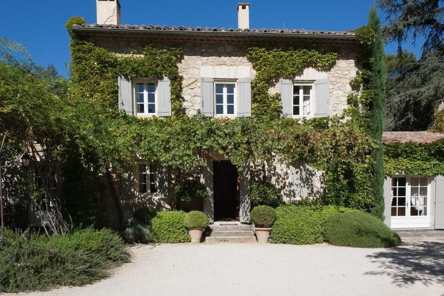 Just a few minutes from a perched village in the Luberon, a superb 18th Century Property with 5 bedrooms in Oppede Le Vieux. Wonderful views of the Luberon. €1.95 million. http://ow.ly/9goXc