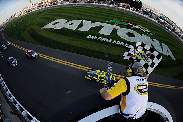 Matt Kenseth, driver of the #17 Best Buy Ford, takes the checkered flag to win the NASCAR Sprint Cup Series Gatorade Duel 2 at Daytona International Speedway on Thursday. (Chris Graythen/Getty Images) MARTIN: Danica among losers at Daytona DuelsANDERSON: Junior's confidence will lead to Daytona 500 victoryMcCARTNEY: After winning Daytona, Bayne still humbleTUTTLE: Daytona win could put Busch back on track