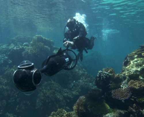 Google Street View Goes Under The Sea Now that it's conquered all seven continents, mapped the Amazon, some rivers in the United States, caves, the ruins of Pompeii and captured snapshots of naked women, Google Street View's next expedition will turn its lens on the mysteries of the deep when it goes under the sea. keep reading