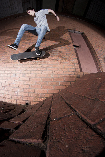 tellmewhatyouthinkofme:  Joe Morris - One Footed Wallride LAND on Flickr.  Gnarly one foot catch on this one!