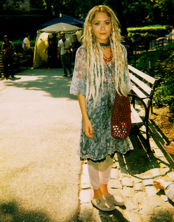 cosmic-mermaid:  dreads, love mk