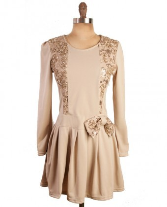 (via Gold embroidered elegant shape dress) Lovely luxury