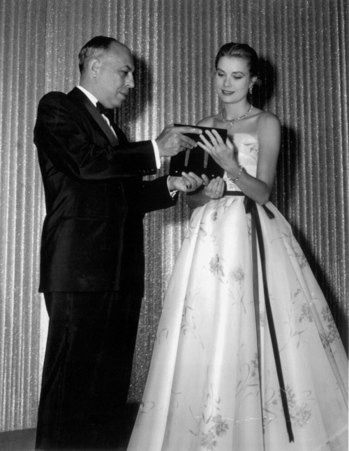 Stanley Marcus presents Grace Kelly with the Neiman Marcus Fashion Award for Distinguished Service in 1955.