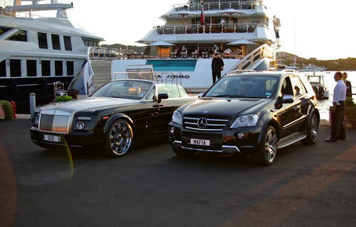 visualcocaine:  Kim Dotcom Rolls & ML63